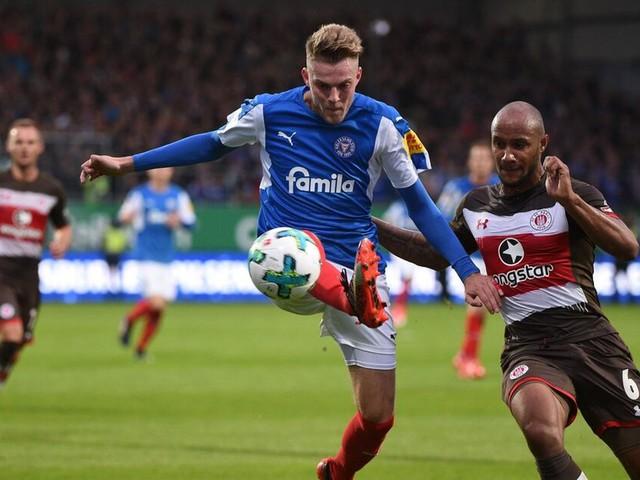 Holstein Kiel verliert beim FC St. Pauli - 1. FC Nürnberg nur remis beim VfL Bochum