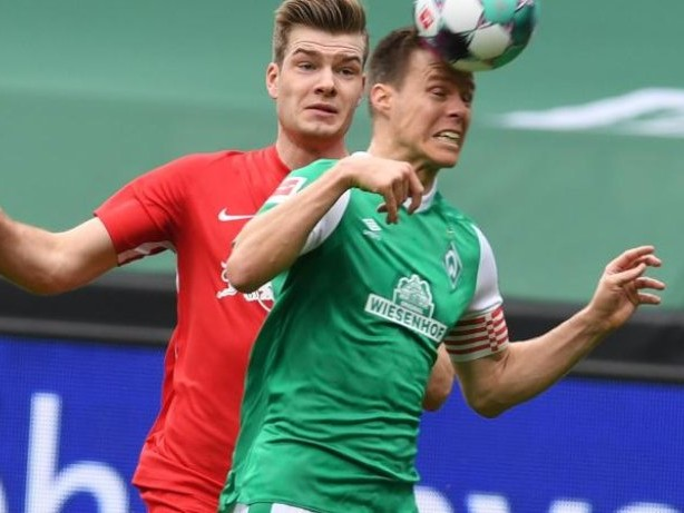 Fußball: Werder-Kapitän Niklas Moisander lässt Zukunft offen