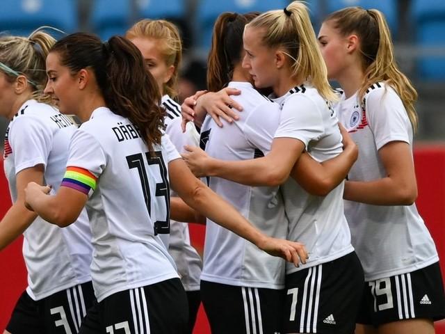 DFB-Frauen: Vier Tore von Schüller und Selbstkritik beim 5:1