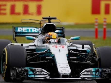 Hamilton rast in Japan mit Rundenrekord zu Pole Position