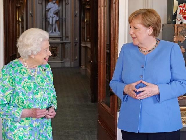 """""""Ein wundervoller Tag"""": Merkel plaudert ein letztes Mal mit der Queen"""