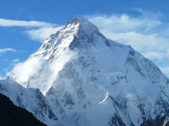 Mann besteigt zweithöchsten Berg der Welt - und findet dort Leiche seines Vaters