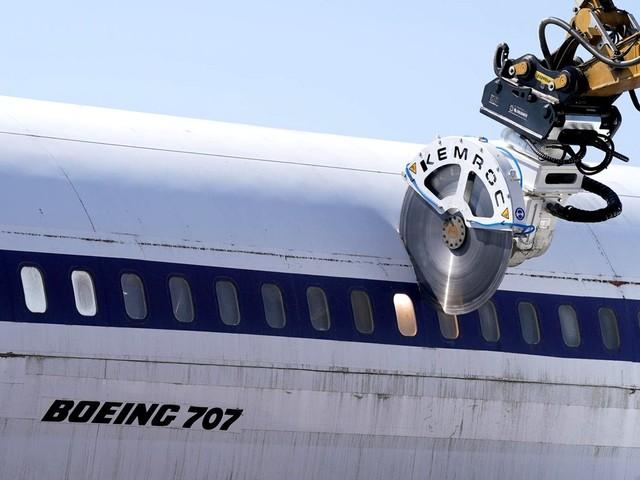 Follow Me: Schrottplatz statt Museum: Hamburgs historische Boeing 707 wird zersägt