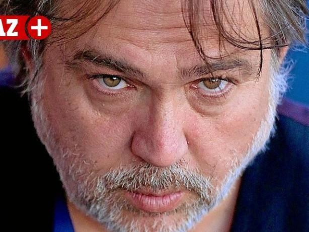 """Theater: Adnan Köse zeigt in Dinslaken Hybrid-Drama """"Roter März"""""""