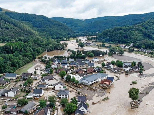 Hochwasser-Katastrophe: AfD-Politiker will Klimakrise widerlegen - und scheitert