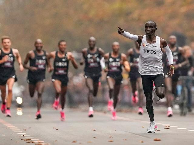 """Kolumne: """"So läuft es"""" - Kipchoge läuft Marathon unter 2 Stunden: Verneigt euch vor diesem Mann!"""