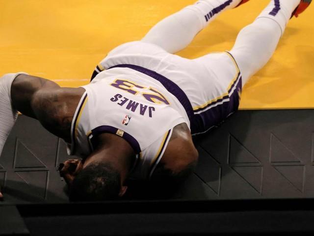Schock für die Lakers: Superstar James fällt lange aus