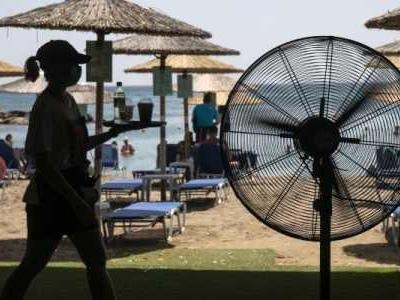 Temperaturen bis 46 Grad und zerstörerische Waldbrände: Urlaubsländer am Mittelmeer leiden schwer unter der sommerlichen Gluthitze.