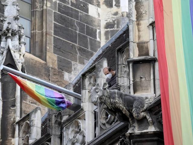 """Lesben- und Schwulenverband: """"Natürlich ist der Regenbogen ein politisches Symbol"""""""