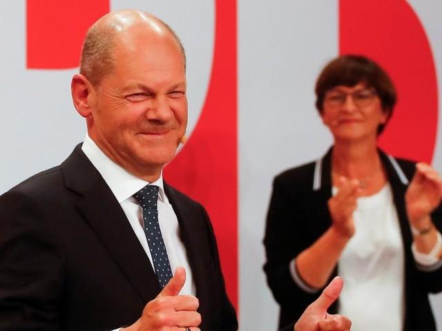 """""""Hier ist viel los"""": Vorsichtiger Jubel in der SPD-Zentrale"""