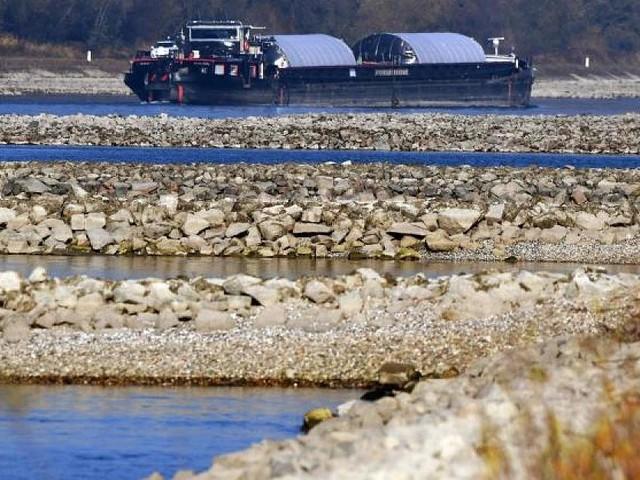 Steigende Flusspegel - Schiffe transportieren mehr Fracht - wird das Benzin billiger?