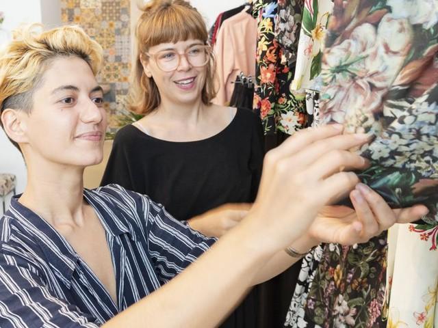 Lisi Langs hollywoodreife Geschichte, Modedesignerin zu werden