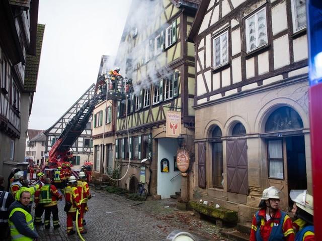 Neudenau im Kreis Heilbronn: Zwei Leichen nach Brand in Fachwerkhaus entdeckt