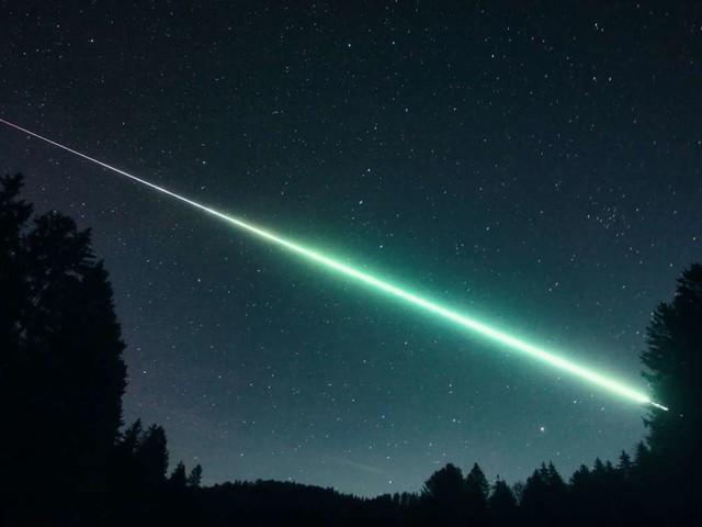 Meteor über Stuttgart: Lichtspektakel am Donnerstagmorgen: Feuerball stürzt auf die Erde