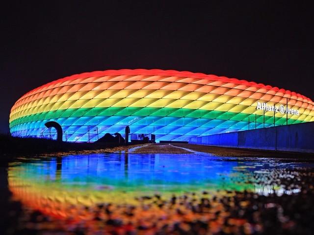 """Lesben- und Schwulenverband kritisiert UEFA für """"inhaltsleere Phrasen"""" nach Verbot, Münchner EM-Arena in Regenbogenfarben leuchten zu lassen"""