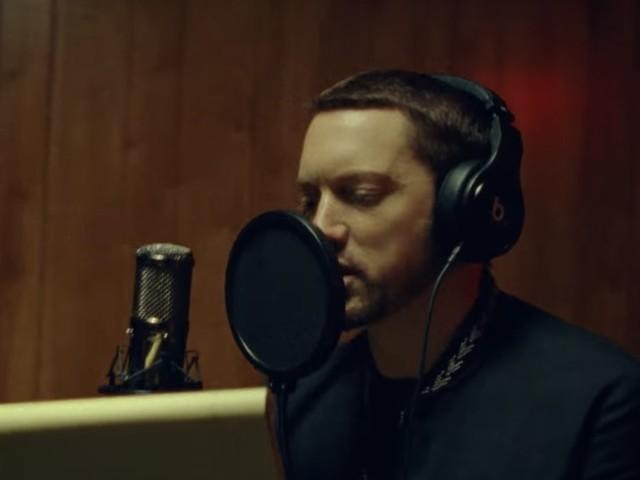 """Eminem und Ed Sheeran veröffentlichen dramatisches Video zu """"River"""""""