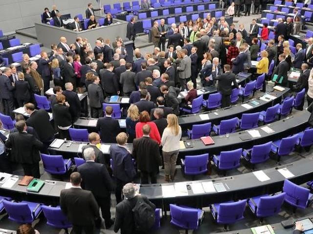 Münzenmeier und Renner - Gegen sie wird ermittelt: Bundestag hebt Immunität von zwei AfD-Abgeordneten auf