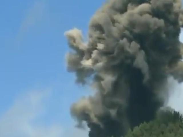 Bewohner sollen sich in Sicherheit bringen - Vulkanausbruch auf spanischer Insel La Palma - Video zeigt dicke, schwarze Rauchwolken