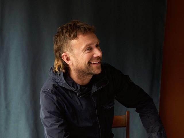 "Damon Albarn kündigt Soloalbum ""The Nearer The Fountain, More Pure The Stream Flows"" an, streamt Titeltrack"
