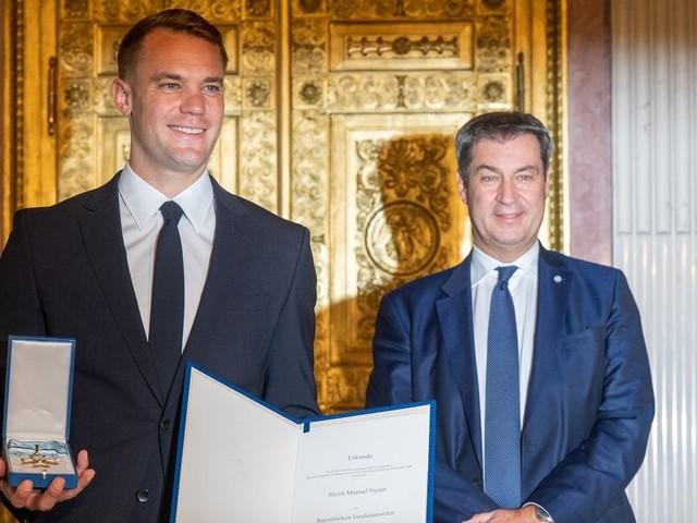 Söder zeichnet Bayern-Torwart Neuer mit Orden aus