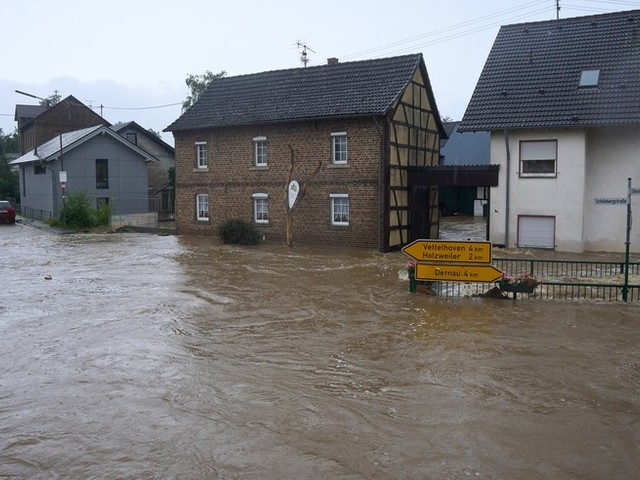 Heftige Unwetter in Deutschland: Sechs Häuser in der Eifel eingestürzt – vier Tote, über 50 Menschen noch vermisst