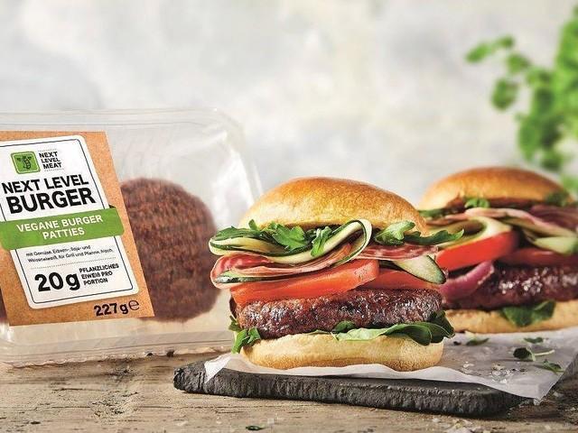 Inspiriert von Beyond Meat - Mit Hype-Burger zum Kampfpreis: Lidl greift Konkurrenten Aldi frontal an