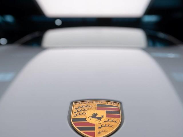 Bunter und weiter: Neuerungen für Porsche Taycan und Taycan Cross Turismo