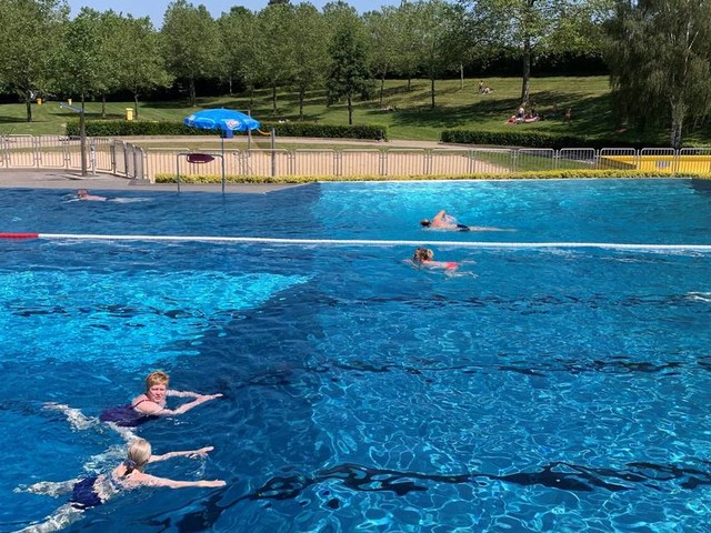 Freibad Merkstein: Noch herrscht jede Menge Beinfreiheit im Becken