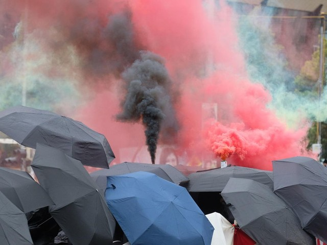 News vom Wochenende: Brennende Barrikaden: Heftige Ausschreitungen bei Linx-Demo in Leipzig