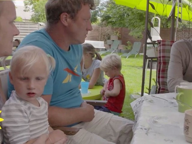 """TV-Kolumne """"Sat.1 Faktencheck"""" - 13-köpfige Hartz-IV-Familie lebt kostenlos auf Traum-Grundstück - und klagt trotzdem"""