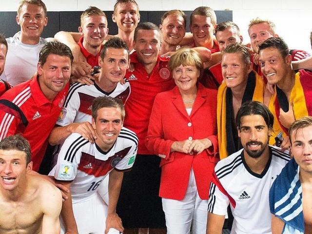 Von Merkel bis Fürst Albert: Wenn Politiker die Nähe zum Sport suchen