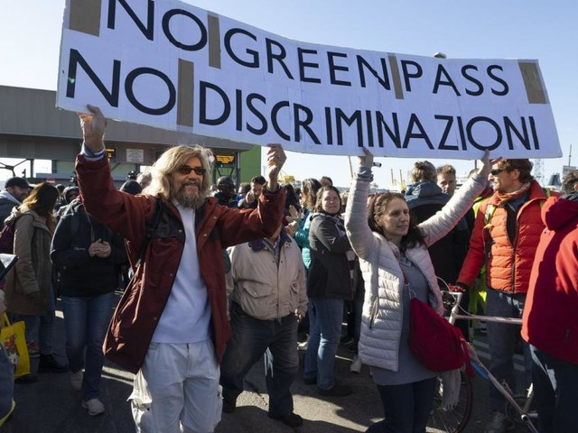 Demos in Triest: Gegner der 3-G-Pflicht bleiben auf Barrikaden