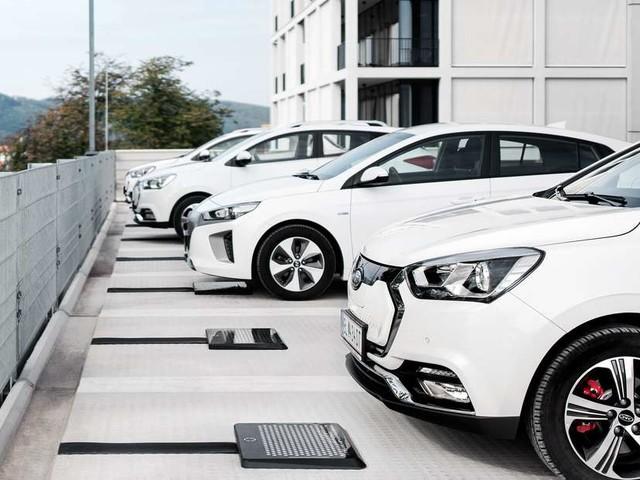 Elektroautos: Laden ohne Kabel? Innovative Technologie wird bereits an Taxis erprobt