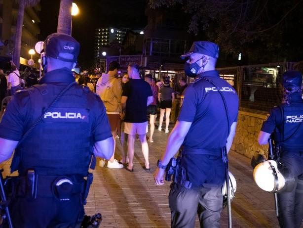 Ferieninsel: Corona auf Mallorca: Party geht weiter – Hoteliers besorgt