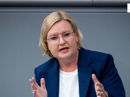 Högl: Über Wiedereinführung der Wehrpflicht diskutieren