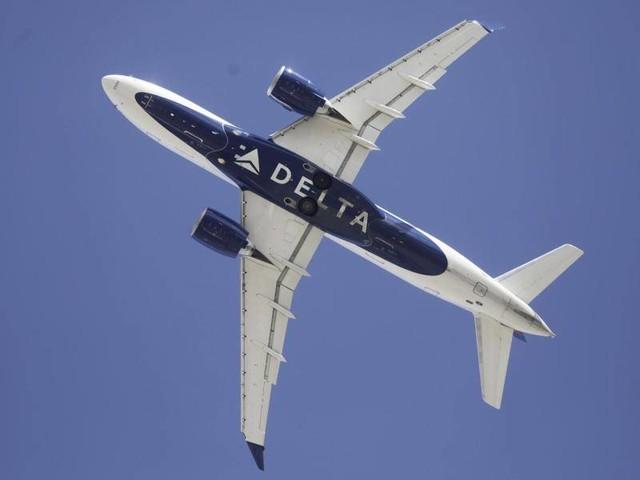 Luftverkehr: Passagier greift Crew an - Flug muss zwischenlanden