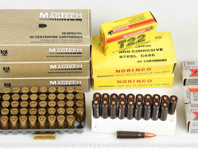 In Prepperszene aktiv gewesen: Polizist soll 31.500 Schuss Munition, Waffen und Sprengstoff gehortet haben