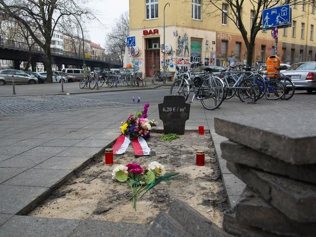 R.I.P. günstige Mieten: Ein Grab für erschwingliche Wohnungsmieten in Kreuzberg