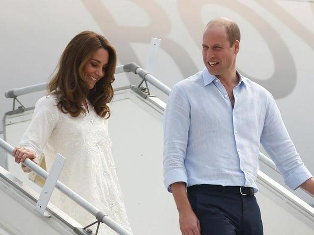 Herzogin Kate und Prinz William: Ihr Flugzeug musste umkehren