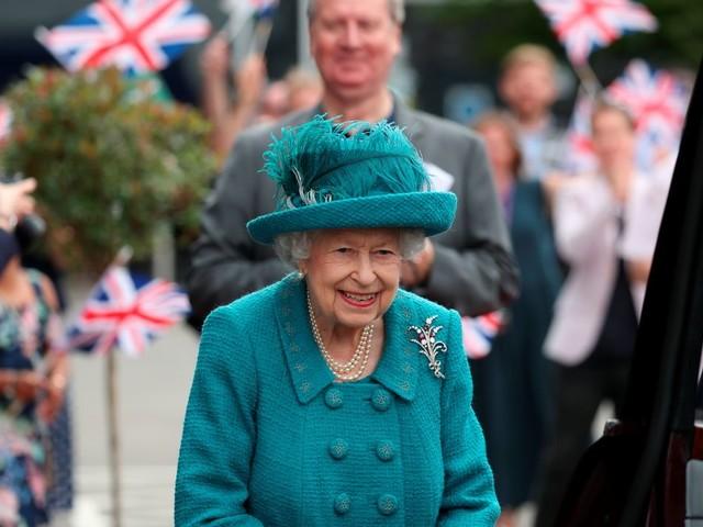 Queen Elizabeth II. startet in ihren ersten Sommerurlaub ohne Prinz Philip