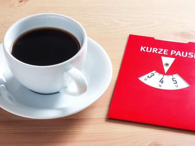 Kaffeepausen am Arbeitsplatz: Bezahlte Arbeitszeit?