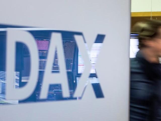 Börse in Frankfurt: Dax-Anleger warten zu Beginn einer ereignisreichen Woche ab