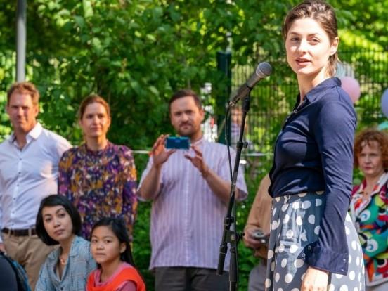 """""""WIR"""" bei ZDFneo nochmal sehen: Wiederholung von Episode 2, Staffel 1 online und im TV"""