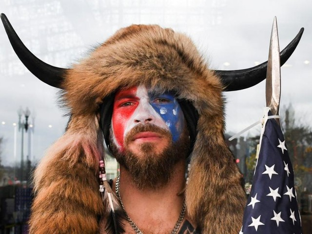"""USA: Der Demonstrant """"mit den Hörnern"""" wurde festgenommen"""