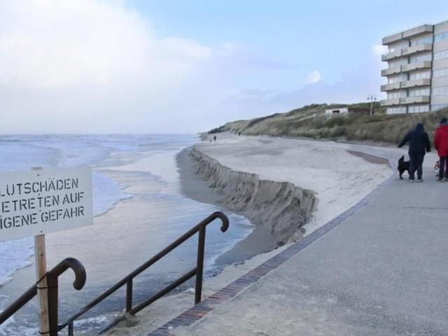 Badestrand auf Wangerooge nach Sturmfluten fast komplett weg