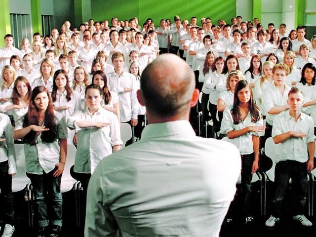 """""""Die Welle"""" nachgespielt: Schwerwiegende Folgen für Schüler"""