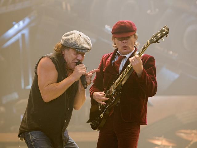 """AC/DC-Hammer: Ungarische Eiskunstläuferin liefert zu """"Thunderstruck"""" und """"Back In Black"""" geil ab"""