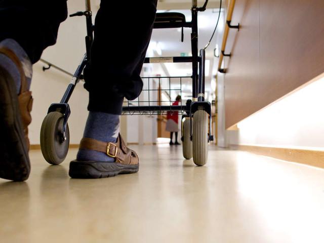 Herzlose Videos in Altenheim aufgenommen: Drei Pflegerinnen machen sich über hilflose Patienten lustig