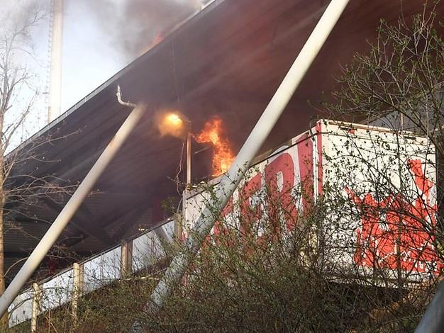 Ermittlungen nach Pyro-Show: Unions Fan-Feuerwerk setzt Container in Brand