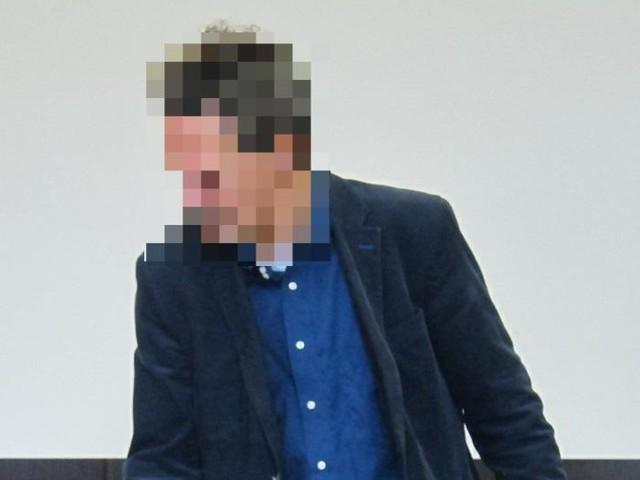 Prozess vor dem Amtsgericht Düsseldorf : Angeklagter erscheint mit Hirtenstab vor Gericht